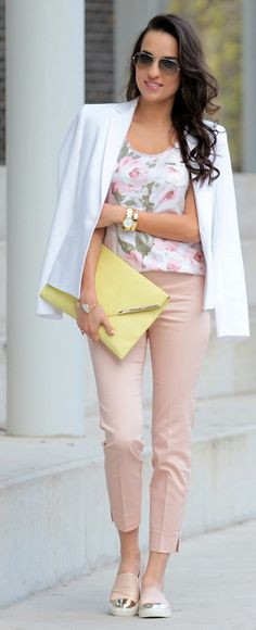 Floral Top Outfit Idea by Styleandblog.com