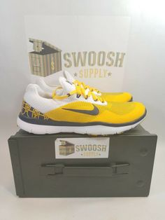 5aa8fa5ff6f6f NIKE MICHIGAN WOLVERINES FREE TRAINER V7 WEEK ZERO SHOES MENS SZ 8 AA0881  700  Nike  RunningCrossTraining