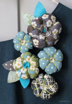 note: add felt flowers to center of pin cushions i have like this Felt Flowers, Diy Flowers, Fabric Flowers, Diy Fashion No Sew, Fashion Sewing, Liberty Print, Liberty Fabric, Diy Projects To Try, Sewing Projects