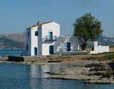 SIKEL SALAMINA Mansions, History, House Styles, Beautiful, Home Decor, Greece, Islands, Historia, Decoration Home