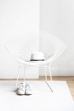 Minimal Harry Bertoia diamond chair