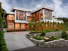 Natural Materials Integrated In Modern Residence Design: Hillcrest House