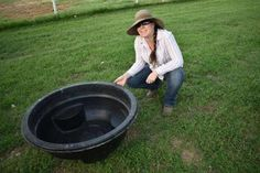 This DIY Attractive Easy Drain Duck Pond will be a fun addition for your web-footed friends and give them a place to cool off in the summer. Backyard Ducks, Ponds Backyard, Chickens Backyard, Pet Chickens, Plastic Pond Liner, Duck Waterer, Duck Enclosure, Duck Pens, Ducky Duck