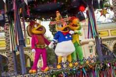 Disney California Advneture's new ¡Viva Navidad! is a fantastic new cultural celebration with Latino music, food and festive fun! It's a must-do this holiday season. Photos and video in today's Dateline Disneyland