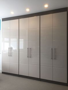 Wardrobe Laminate Design, Wall Wardrobe Design, Sliding Door Wardrobe Designs, Wardrobe Interior Design, Bedroom Wardrobe, Modern Wardrobe, Wardrobe Closet, Closet Designs, Closet Doors