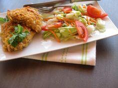 """""""Pankó"""" morzsában sült csirkecomb sütőzacskóban sütve salátával paleo Paleo, Chicken, Meat, Food, Essen, Beach Wrap, Meals, Yemek, Eten"""