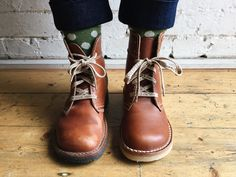 Duckfeet shoes arenatural, unisex shoes that are great for your feet, but they can feel a little stiff at first.Here's 5 helpful hints on how to break in your shoes, without breaking a sweat.