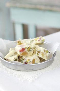 Λευκό γλυκό με λουκούμια Greek Sweets, Greek Recipes, Truffles, Potato Salad, Deserts, Sweet Home, Dessert Recipes, Pudding, Candy