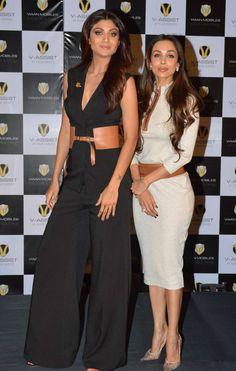 Shilpa Shetty with Malaika Arora Khan at a mobile phone launch event. Bollywood Dress, Indian Bollywood Actress, Indian Actresses, Bollywood Fashion, Bollywood Stars, Priyanka Chopra Haircut, English Dress, Shilpa Shetty, Sonakshi Sinha