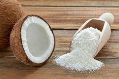 Coconut oil comprises medium-chain fatty acids (MCFAs), also called medium-chain triglycerides. Research has demonstrated that medium-chain fats in coconut oil protects us. Coconut Oil Uses, Benefits Of Coconut Oil, Coconut Flour, Coconut Shell, Oil Benefits, Dandruff Remedy, Edible Oil, Organic Superfoods, Gastronomia