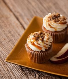 A treat for the holidays! Apple Maple Crisp Cupcakes from Robicelli's | The Chefwife Diaries