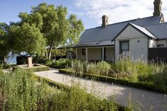 Geelong, Victoria - Designer Paul Bangay, love the clean hedges