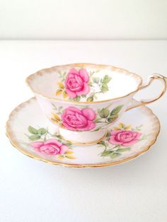 Vintage Paragon English Bone China tea cup and saucer Tea Cup Set, My Cup Of Tea, Tea Cup Saucer, China Cups And Saucers, Teapots And Cups, Teacups, Antique Tea Cups, Vintage Cups, Party Set