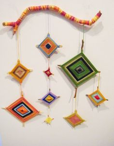 Ojos de Dios (God's Eye) - Workshop with Melinda Young - Trend Design Stuff 2019 Weaving Projects, Weaving Art, Art Projects, Projects To Try, Weaving Kids, Yarn Crafts, Diy And Crafts, Crafts For Kids, Arts And Crafts