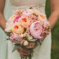 Full of amazing details and a cheery yellow and peach color palette, this farm wedding is one you don't want to miss!