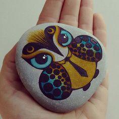 Eres bonita... Y yo? #handmade #stone #stonepainting #stonelovers #rock…