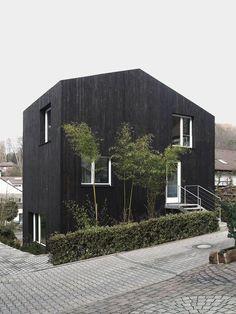 CREATIVE LIVING - where Scandinavian Interior Design meet International Trends: Absolut Black!