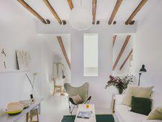 A charming loft in the Madrid neighborhood of Malasaña - Home Design & Interior Ideas Madrid Apartment, Apartment Interior, Apartment Therapy, Interior Architecture, Interior And Exterior, Interior Design, Attic Spaces, Small Spaces, Design Studio