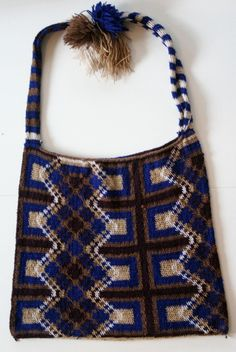 Nalbinding in color: bilum bag from Papua New Guinea