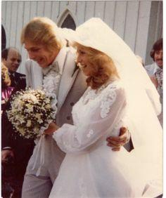 1970s Wedding, Vintage Wedding Photos, Vintage Weddings, Vintage Bridal, Wedding Pictures, Wedding Attire, Wedding Gowns, Bridal Fashion, Bridal Bouquets