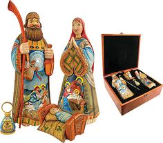 Sacred Unity Set of 4 made of polywood, Joseph, Mary Baby Jesus, and mini-magnifying glass in wooden box. Nativity Creche, Christmas Nativity Scene, Nativity Scenes, Christmas Decor, Christmas Tree, Family Set, Holy Family, The Birth Of Christ, Art Populaire