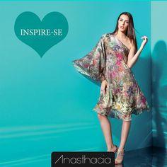 Confira na nossa loja online esse vestido floral incrível!  http://www.anasthacia.com.br/vestidos/vestido-floral-ombro-so