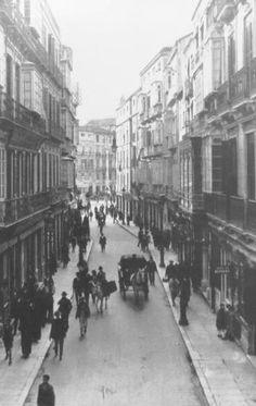 Calle GRANADA. Al fondo Plaza de la Constitución. Málaga, España. 1940.
