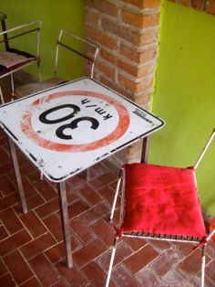 """Bistro table from road sign. Would be awesome in my office with a """"slow down"""" or """"curves ahead"""" sign. Want."""