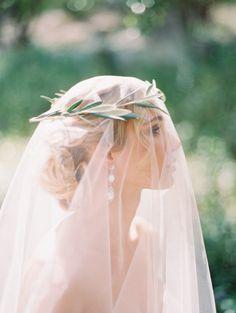 Ethereal veil: http://www.stylemepretty.com/2015/05/14/romantic-minimalism-wedding-inspiration/ | Photography: Kurt Boomer - http://www.kurtboomer.com/