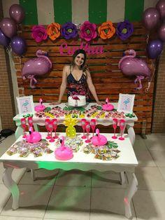 A Porra Da Decoração Hawaii Birthday Party, Aloha Party, Hawaiian Birthday, Flamingo Birthday, Birthday Table, Flamingo Party, Luau Party, Birthday Bash, Birthday Parties
