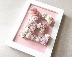 Custom made floral letter // babyshower gift // wedding gift // christening gift - Unique gift suitable for many occasions. You will receive a personalized floral letter in a color s - Cadre Photo Simple, Simple Photo Frame, Simple Gifts, Unique Gifts, Decoration Shabby, Flower Letters, Flower Wall, Girly Gifts, Frame Crafts