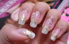 Diseños de uñas con acrílico, diseño de uñas de acrílico francesas de oro. Clic Follow, Join to CLUB! #manicuras #instanails #uñasfinas