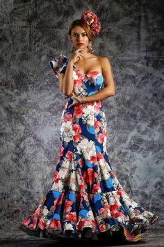 www.tamaraflamenco.com Traje de flamenca - Vestido de flamenca - Flamenca dress - Robe de flamenca - Pasarela flamenca - Flamenca catwalk - Vestido de sevillana – Sevillana dress – Robe de sevillana - Vestido de gitana - Flamenco dress - Spanish dress - Spanish fashion Flamenco Costume, Flamenco Dancers, Belly Dancers, Havana Nights Dress, Spanish Dress, Spanish Style, Costumes Around The World, High End Fashion, Hijab Fashion