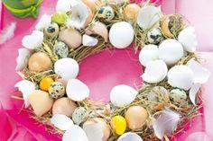 Netradičné veľkonočné vence   Urob si sám Art Floral, Floral Wreath, Straw Wreath, Easter Lunch, Birch Branches, Metallic Paint, Creative Ideas, Egg Shell, Godchild