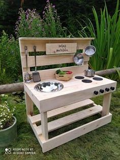 Outdoor Play Kitchen, Diy Mud Kitchen, Mud Kitchen For Kids, Kids Outdoor Play, Tidy Kitchen, Backyard For Kids, Diy For Kids, Natural Playground, Backyard Playground