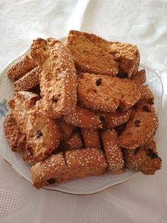 Αγαπημενα παξιμαδακια,ετοιμα να συνοδευσουν τον καφε μας. New Recipes, Recipies, Greek Cookies, Greek Sweets, Gingerbread Cookies, Traditional, Breakfast, Cake, Desserts