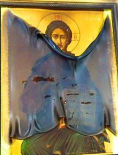 Το πρωί της 12 ης Απριλίου 2015, την Κυριακή του Πάσχα, η ελληνική εκκλησία των ορθοδόξων  του Αγίου  Γεωργίου ξαφνικά έπιασε φωτιά. Ως εκ θαύματος, μόνο η εικόνα  του Σωτήρα επέζησε. Η θερμοκρασία μέσα στον φλεγόμενο ναό ήταν τόσο υψηλή που το γυαλί, το οποίο ήταν από το εικονίδιο του Παντοδύναμου Χριστού, γραμμένο το 1928, ήταν κουλουριασμένη σαν  πάπυρος και έλιωσε, ωστόσο, η ίδια η εικόνα παρέμεινε άθικτη.