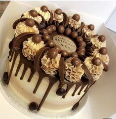 acha buss itna hi app bhi mera fhir sab batt sunaga na jaanu Chocolate Birthday Cake Decoration, Birthday Cake Decorating, Cake Decorating Designs, Cake Designs, Cake Cookies, Cupcake Cakes, Oreo Cake, Kreative Desserts, Cake Recipes
