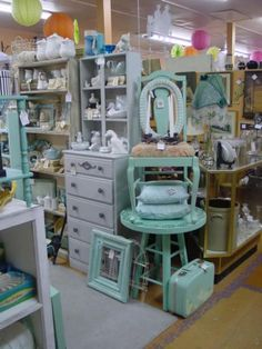 262 best craft store layout images in 2012 Antique Booth Displays, Antique Mall Booth, Antique Booth Ideas, Flea Market Displays, Flea Market Booth, Store Displays, Visual Merchandising, Store Layout, Craft Show Displays