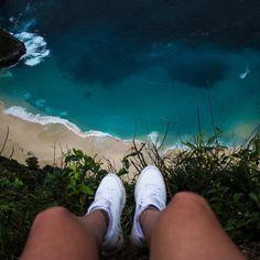 Feeling free above T-Rex-Bay. One of my favorite places on this island. #nusapenida #kelingkingbeach #bali #travel #journey #beautiful #beautifulview #indonesia #beachlife #ocean #travelgram #happy #nature