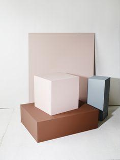 Jotuns fargepalett i Milano - Jotun A/S Minimal Photography, European Home Decor, Color Harmony, Retail Interior, Living Room Modern, Store Design, Belle Photo, Textured Background, Geometric Shapes