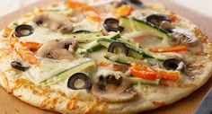 Easy Homemade Pizza: Preparing pizza at home is easy, if you start with convenient prepared pizza crusts such as Boboli. Keep a couple in the freezer so you can have pizza anytime. Pizza Recipes, Cooking Recipes, Healthy Recipes, Healthy Dinners, Healthy Foods, Yummy Recipes, Recipies, Healthy Pizza, Healthy Eating