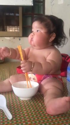 Healthy Baby - Funny And Healthy Funny Baby Memes, Funny Vid, Funny Clips, Haha Funny, Funny Cute, Funny Jokes, Baby Humor, Cute Baby Pictures, Funny Pictures