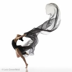 I love dance photography, and Lois Greenfield is one of the best. by AlejandraUrdan Ballet Poses, Dance Poses, Ballet Dancers, Lois Greenfield, Wow Photo, Dancer Photography, Dance Movement, Lets Dance, Dance Pictures