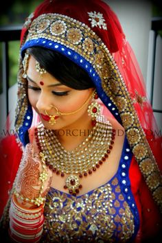I think I am in love with Blue accents added to Indian bridal wear :) Lovely Indian bride wedding photography desi www. Indian Bridal Fashion, Indian Bridal Wear, Indian Wear, Taylor Lautner, Hindus, Indian Dresses, Indian Outfits, Indian Clothes, Bridal Outfits