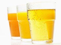 Erfahren Sie hier bei EAT SMARTER, ob man beim Essen trinken sollte und ob 3 Liter Wasser am Tag Pflicht sind.
