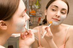 A máscara caseira de vitamina C é ótima para hidratar o rosto, assim como…