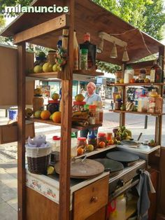 Shelves could go all the way across. Good idea for portable displays Juice Bar Design, Food Cart Design, Coffee Carts, Coffee Truck, Crepes, Mobile Food Cart, Bike Food, Mobile Catering, Food Kiosk