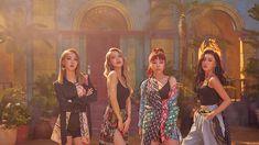 Moonbyul, solar, hwasa y wheein Kpop Girl Groups, Korean Girl Groups, Kpop Girls, Solar Mamamoo, K Pop, Mamamoo Moonbyul, Young K, Red Moon, K Idols