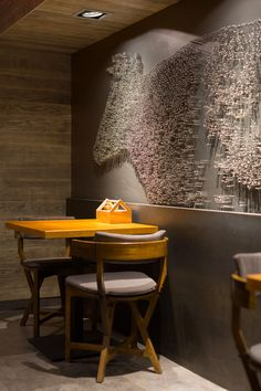 Интерьер ресторана The Village в украинском городе Бердянске оформила студия YOD…